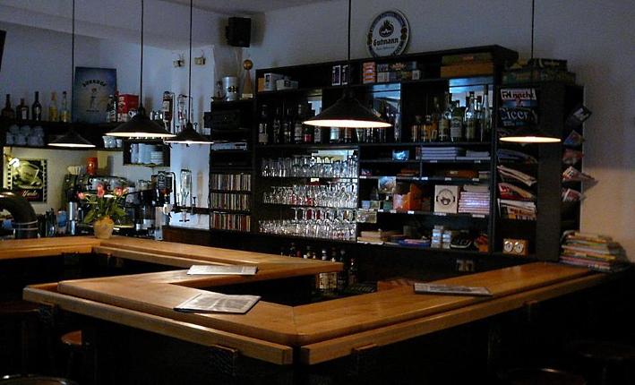 Gerhard Schoolmann: Café Abseits – Die Craft-Bier-Bar, die schon Craft-Bier-Bar war, als es eigentlich noch gar kein Craft-Bier gab., Bier vor Ort, Bierreisen, Craft Beer, Bierbar
