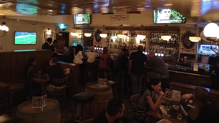 Belgian Beer Café Grand Millennium, Dubai, Bier in den Vereinigten Arabischen Emiraten, Bier vor Ort, Bierreisen, Craft Beer, Bierbar, Bierrestaurant, Trappistenbier